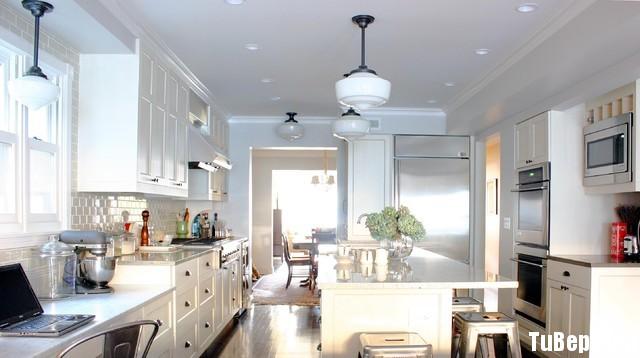 81e41a09d5 Tủ bếp gỗ tự nhiên sơn men trắng + bàn đảo – TVB297