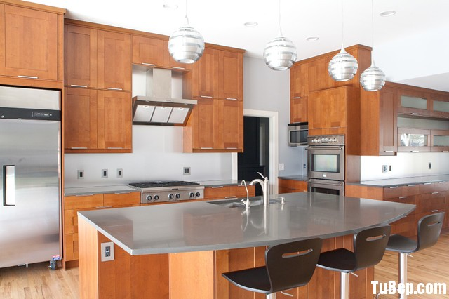 f8e7995075 Tủ bếp gỗ tự nhiên Tần Bì – TVB317
