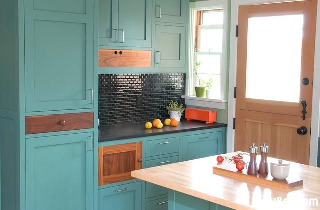 2887398712xãd1.jpg   Tủ bếp gỗ tự nhiên – TVN357