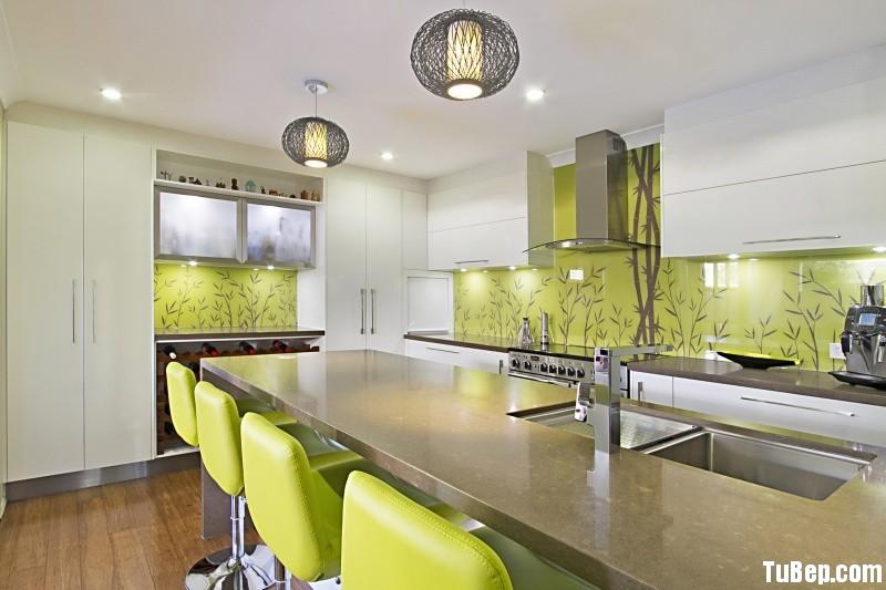 70c5196203rắng.jpg Tủ bếp gỗ Acrylic màu trắng có đảo – TVB718