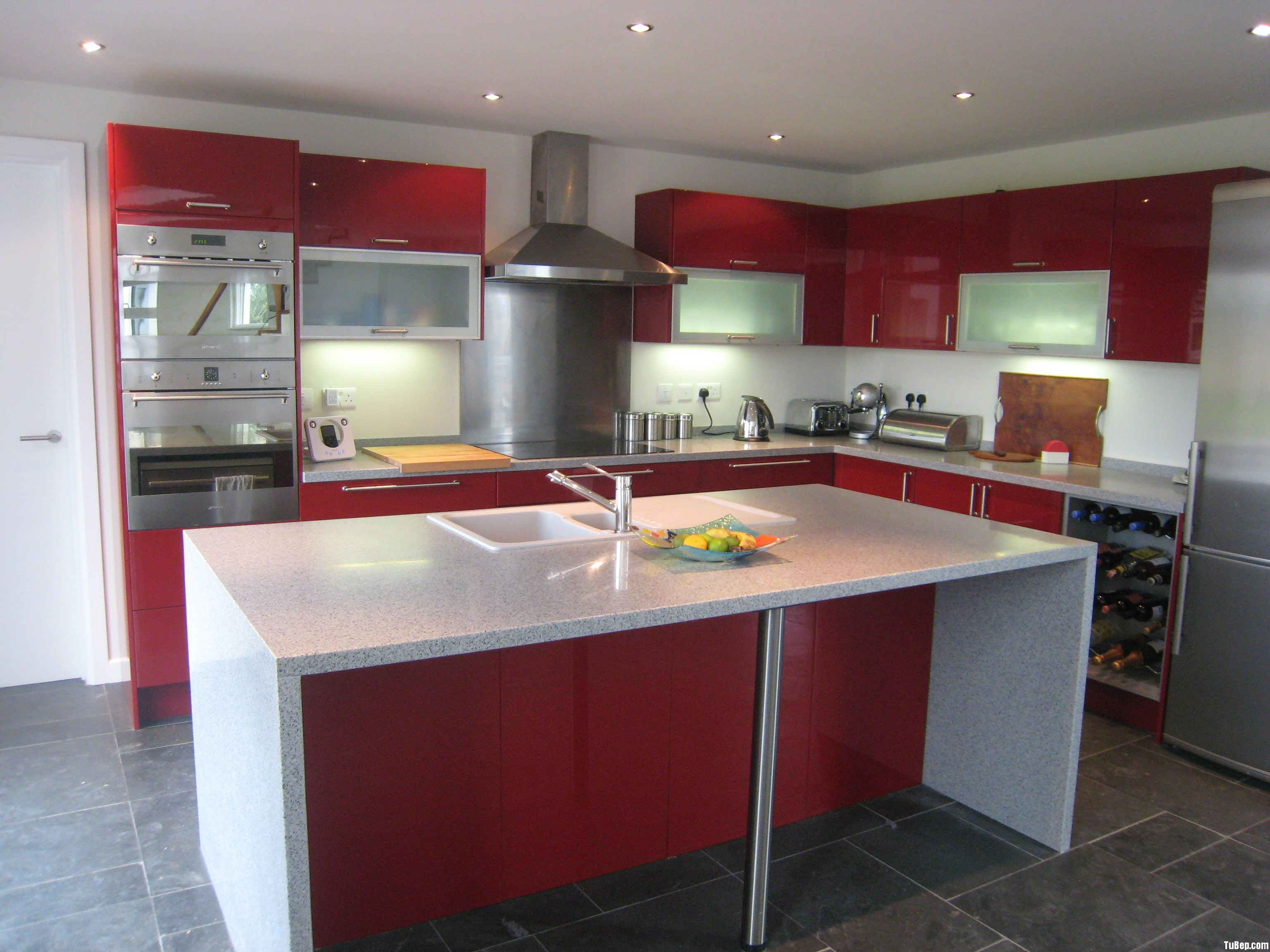 a0f00620e0710.jpg Tủ bếp Acrylic màu đỏ chữ L có đảo – TVB0858