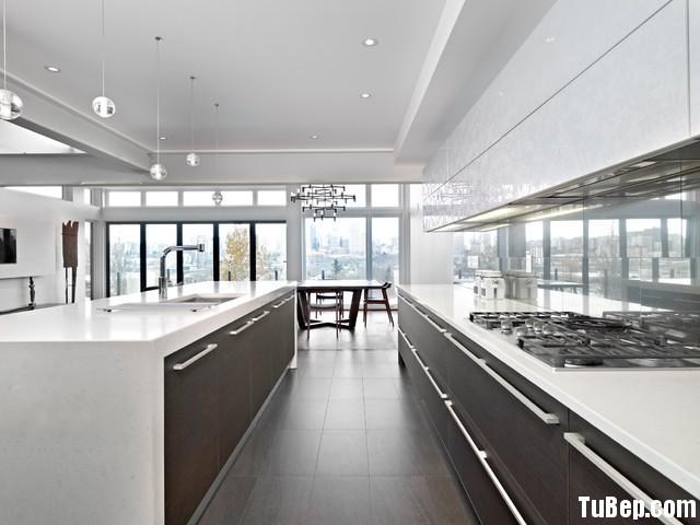 f7605659ae1461.jpg1 Tủ bếp gỗ Acrylic màu trắng phối xám hình chữ có đảo TVT0557