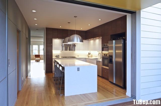 eefed56a89156.jpg Tủ bếp gỗ Laminate hình chữ L màu vân gỗ phối trắng có đảo TVT0601