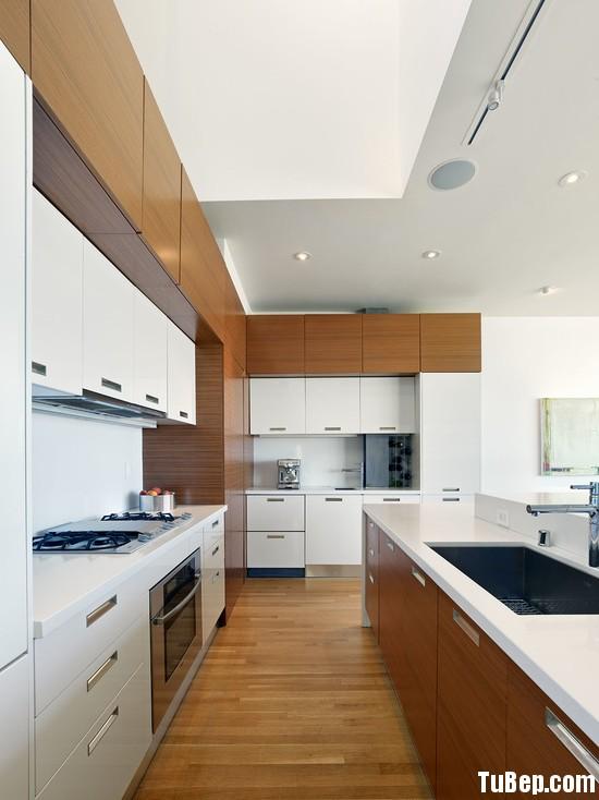 195ab589b8itchen.jpg Tủ bếp gỗ Laminate màu trắng phối vân gỗ hình chữ L có đảo TVT0562