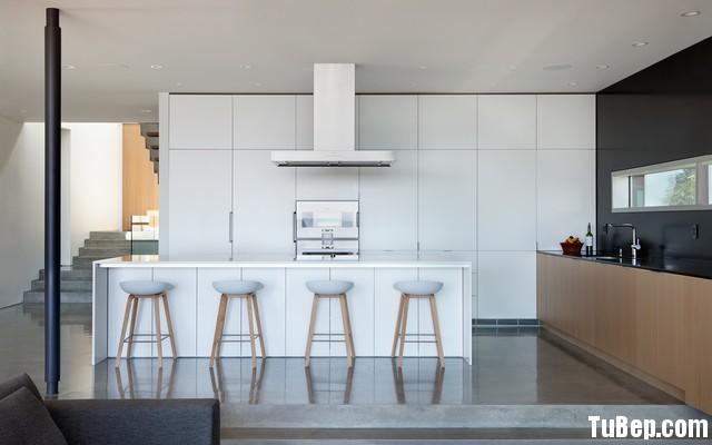 6653201557203.jpg Tủ bếp gỗ Acrylic chữ I màu trắng phối vân gỗ có đảo TVT0533