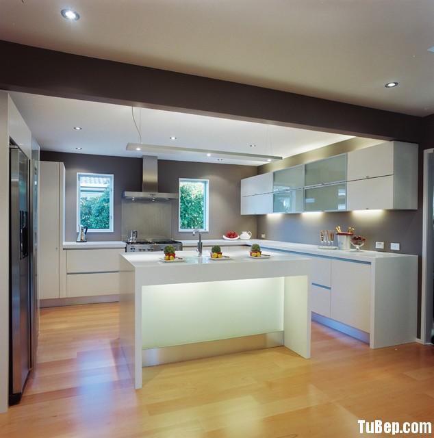 6baaf1761b134.jpg Tủ bếp gỗ Acrylic chữ L màu trắng có đảo TVT0503