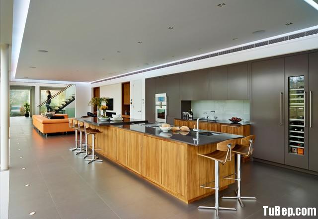 0d734d91b3179.jpg Tủ bếp gỗ Laminate màu vân gỗ phối xám hình chữ I có đảo TVT0520