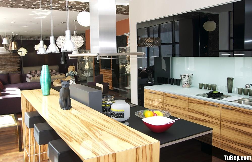 5ac2719ee8crylic.jpg Tủ bếp laminate vân gỗ kết hợp acrylic đen, chữ I có bàn đảo – TVB 1154
