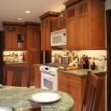 Tủ bếp gỗ tự nhiên Tần Bì kết hợp bàn đảo – TVB301