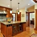 Tủ bếp gỗ tự nhiên Căm Xe kết hợp bàn đảo – TVB373