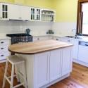 Tủ bếp gỗ xoan đào sơn men có đảo   TVB0871