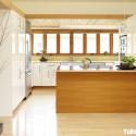 Tủ bếp gỗ Acrylic chữ L màu trắng phối vân gỗ có đảo   TVB0901