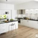 Tủ bếp gỗ MDF Acrylic kết hợp kệ âm tường và bàn đảo – TVB547
