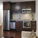 Tủ bếp gỗ tự nhiên Tần Bì sơn PU màu – TVB345
