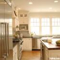Tủ bếp gỗ tự nhiên sơn men trắng + bàn đảo – TVB656