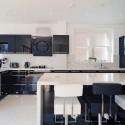 Tủ bếp gỗ Acrylic chữ L màu đen có đảo   TVB1561