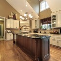 Tủ bếp gỗ tự nhiên sơn men trắng + bàn đảo – TVB578