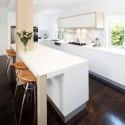 Tủ bếp Acrylic màu trắng chữ I có bàn đảo   TVB0957