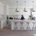 Tủ bếp gỗ tự nhiên Sồi Mỹ sơn men + bàn bar – TVB426
