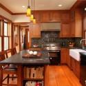 Tủ bếp gỗ tự nhiên Căm Xe kết hợp bàn đảo – TVB312