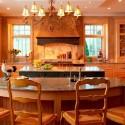 Tủ bếp gỗ tự nhiên Tần Bì kết hợp bàn đảo – TVB372