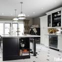 Tủ bếp gỗ tự nhiên sơn men trắng + bàn đảo – TVB543