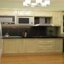 Tủ bếp gỗ tự nhiên sơn men trắng + bàn bar – TVB620