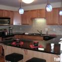 Tủ bếp gỗ tự nhiên Xoan đào kết hợp bàn bar – TVB411
