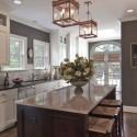 Tủ bếp gỗ tự nhiên sơn men trắng + bàn đảo – TVB602