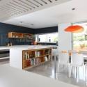 Tủ bếp gỗ Laminate chữ L màu trắng phối vân gỗ   TVB779