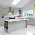 Tủ bếp gỗ tự nhiên Sồi Mỹ sơn men trắng– TVB355