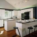 Tủ bếp gỗ tự nhiên Sồi Mỹ sơn men kết hợp bàn bar & bàn đảo – TVB417