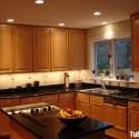 Tủ bếp gỗ tự nhiên Tần Bì kết hợp bàn đảo – TVB414