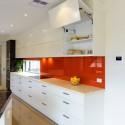 Tủ bếp gỗ MDF Acrylic có bàn đảo kết hợp bar – TVB548
