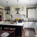 Tủ bếp gỗ tự nhiên sơn men trắng + bàn đảo – TVB564