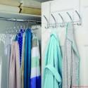 Treo quần áo sau cửa phòng ngủ cản trở khí vào phòng